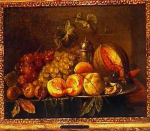 Vruchtenstilleven met druiven, mispels, perziken,