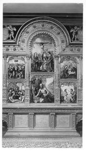 De kruisiging; de boetvaardige H. Hieronymus (midden); de hemelvaart; de bewening (links); de geboorte;  de doop van Christus (rechts)
