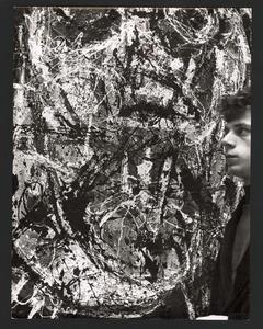 De schilder Jan Cremer bij een schilderij