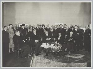 Groepsfoto ter ere van de tachtigste vejaardag van Eduard Karsen, 10 maart 1940