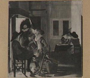 Interieur met kaartspelers en mannen bij een open haard