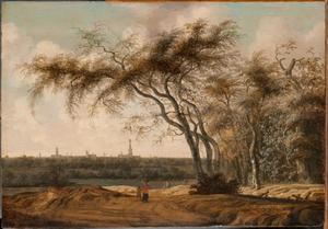 Figuren op een pad, de stad Middelburg in het verschiet