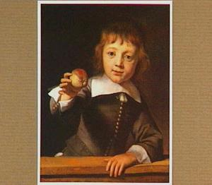 Een zesjarige jongen met een appel
