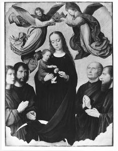 Maria met kind, gekroond door twee engelen en omringd door vier heiligen