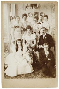 Portret van Louis Marie Rollin Couquerque (1869-1960) en Helena del Campo genaamd Camp (1874-1918) en hun bruiloftsgasten