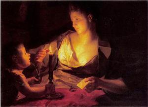 Een vrouw die een brief verzegelt bij kaarslicht, geassisteerd door een putto