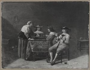 Elegant rokend, drinkend en triktrakspelend gezelschap in een interieur