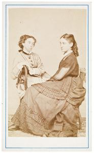 Portret van Maria Augusta Cordes (1859-1944) en mogelijk Titia van Gelder (1860-1940)
