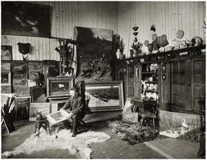 Portret van de schilder John Hulk in zijn atelier aan de Amsteldijk 17, Amsterdam
