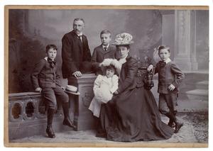 Portret van Frederik Jacob Willem baron van Pallandt (1860-1932) en zijn gezin