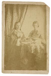 Portret van Caroline Henriette Everts (1843-1911) en Henriette Sophie Everts (1840-1896)