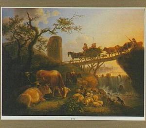 Landschap met boeren op een brug over een waterval, op de voorgrond vee
