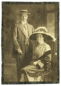 Portret van Willem baron van Ittersum (1880-1963) en Louise Christiana Frederika Gregory (1885-1956)