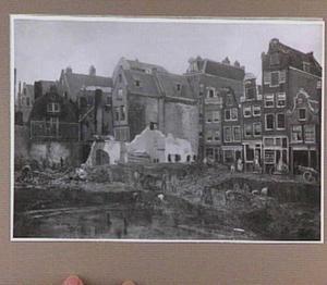 Doorbraak voor Maison de la Bourse, op de achtergrond rechts de Nieuwendijk te Amsterdam