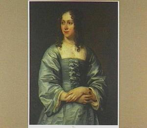 Portret van een vrouw in een blauw zijden japon