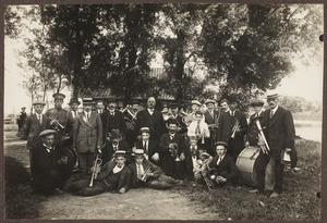 Groepsportret met Johannes Verduijn (1874-1955)