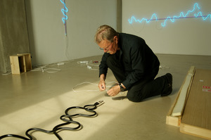 Jan van Munster werkend in zijn atelier