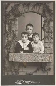 Groepsportret met Gerard Hendrik Lambert (1888- ) en Gregorius Johannes Lambert