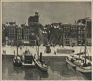 Het Damrak bij sneeuw te Amsterdam