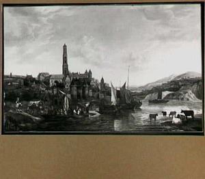 Riviergezicht met stad op de achtergrond