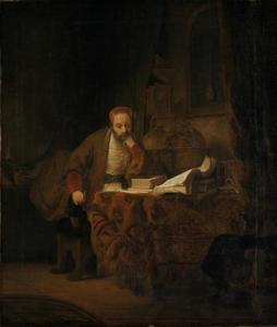 Oude peinzende man in een studeervertrek