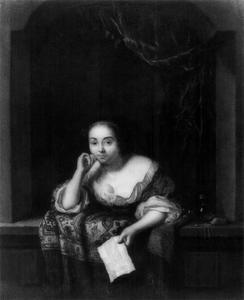Jonge vrouw met een brief in een venster