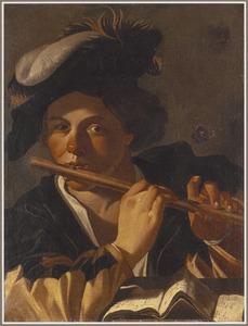 Fluitspelende jongen met een baret met pluim