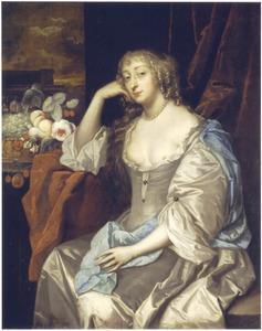 Portret van een vrouw, zittend gesteund op haar rechterarm