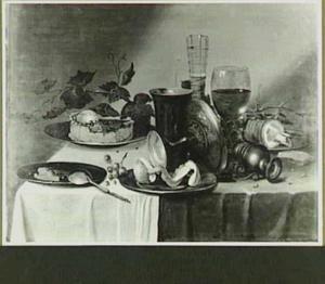 Stilleven met pastei, glazen, ham en geschilde citroen