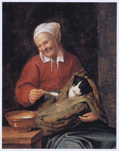 Oude vrouw, pap voerend aan een in een deken gewikkelde kat