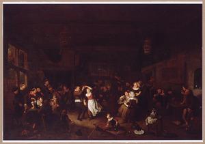 Feestend boerengezelschap in een herberg, met een paar dansend en anderen etend, drinkend en muciserend