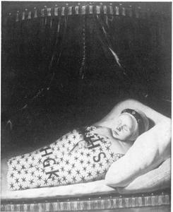 Portret van een onbekend dood kind
