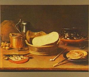 Stilleven van kaas in een mand, mosselen, haring, brood en pannekoeken