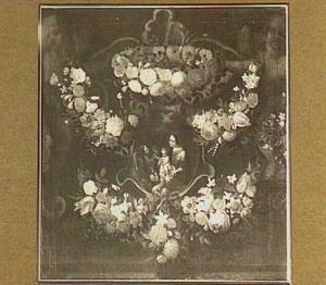 Bloemenkrans rond medaillon met een voorstelling van de Heilige Familie