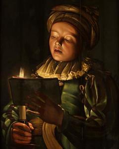 Zingende jongen bij kaarslicht