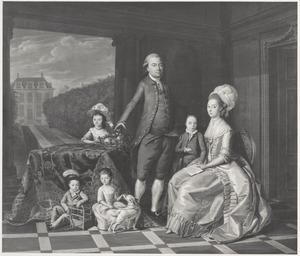 """Portret van Nicolaas Hartingh (1752-1795) en Louise Elisabeth Meyners (1755-1798) met hun vier oudste kinderen,  bij hun buitenplaats """"Duin en Dal"""" onder Noordwijkerhout"""