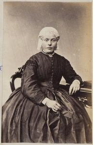 Portret van een vrouw uit familie Hooitsma of Hoitsma