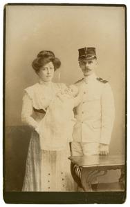Portret van Johannes Feikema (1877-1947), Louise Eugenie Scheuer (1877-1937) en Johanne Feikema (1877-1947)