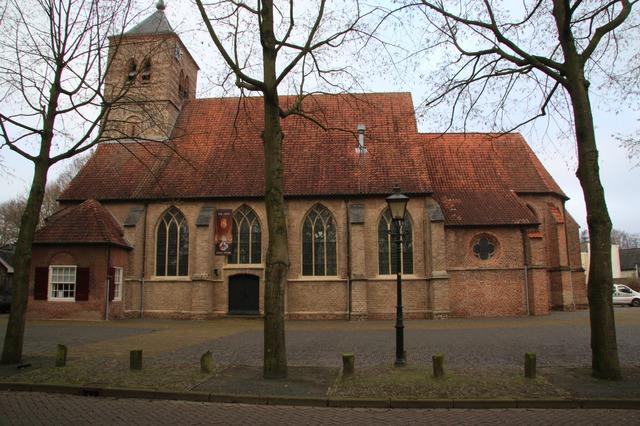Overzicht gotische NH Kerk St. Martinus. Het middenschip is opgeb...