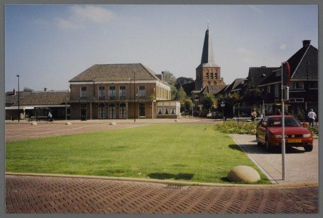 Het Marktplein vanaf nummer 5 gefotografeerd in oostelijke richti...
