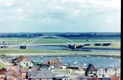 vanaf toren de brug over het Schelde Rijn kanaal