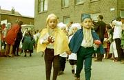 600 jaar stad. Kinderen in optocht. Rechts Andy van de Velde en links Matty vd K…