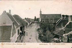 Achterstraat, voorheen de  Achterweg bij aansluiting Zuiddijk met rechts de kerk…