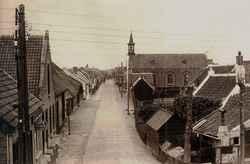 Achterstraat, voorheen de Achterweg met de kerk van de Oud Gereformeerde Gemeent…
