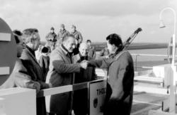 Opening nieuwe brug over het Schelde Rijn kanaal. Waarnemend burgemeester Van En…