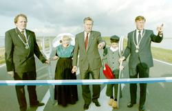 Oesterdam, opening door Commissaris der Koningin  Dr Boertien, Burgemeester Verb…