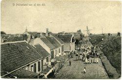 Zuiddijk met  achterin de korenmolen en  de toren van de kerk  Oud Gereformeerde…