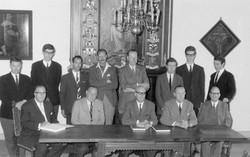 Het bestuur van de Ambachtsheerlijkheid bij elkaar voor de schouw in het Ambacht…