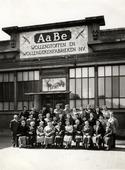 Textielindustrie. Excursie van de Tilburgse Katholieke Arbeiders Vrouwenbeweging (K.A.V.) afdeling Heuvel, naar de AaBe Wollenstoffen- en Wollendekenfabrieken N.V.