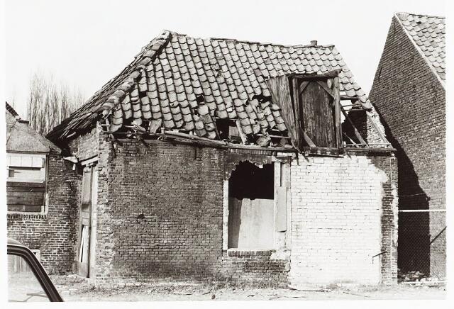028077 - Stadsvernieuwing. Woningen voor afbraak bestemd aan de Veldstraat 28-30-32, thans Pastoor van Beurdenstraat